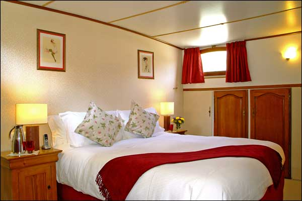 The cabins aboard the Colibri offer either king or twin beds