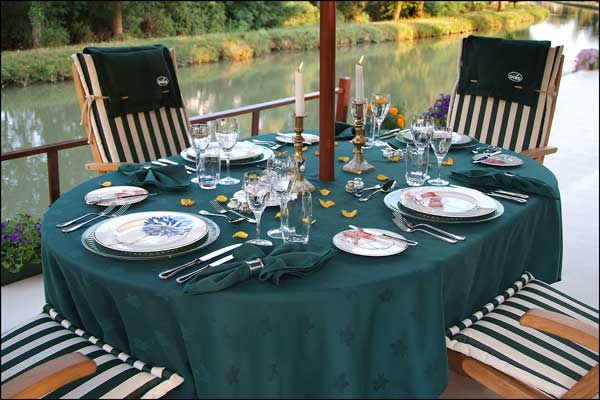 The sundeck aboard the Colibri is perfect for an alfresco meal