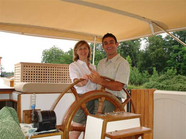 Your owners and hosts Earl and Fiona will welcome you aboard