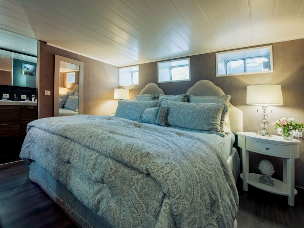 The meticulous cabins provide the ultimate in luxury with a king bed or two twin beds