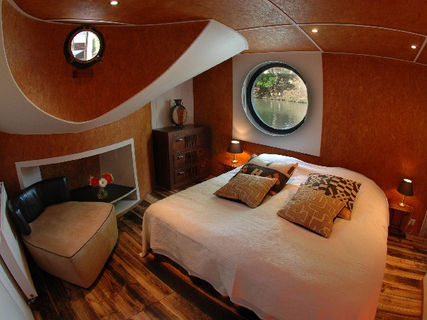 The Rive Gauche cabin aboard the Alegria can be configured with king or twin beds