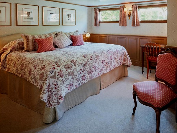 The Amaryllis cabins may be configured with king or twin beds