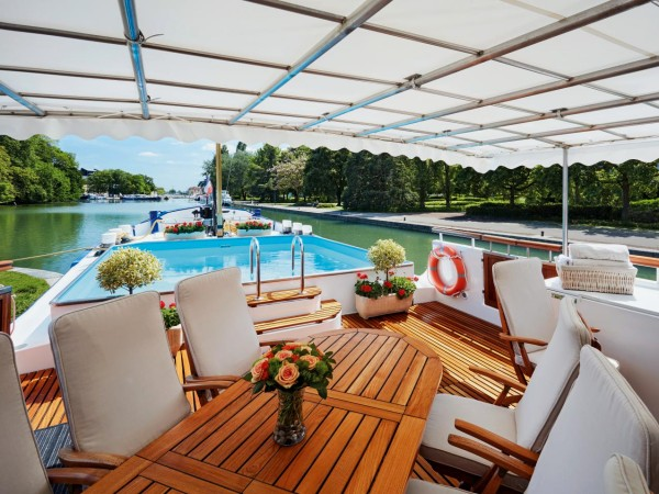 The sundeck aboard the Amaryllis is perfect for an al fresco meal<br> or a place to unwind with your favorite beverage