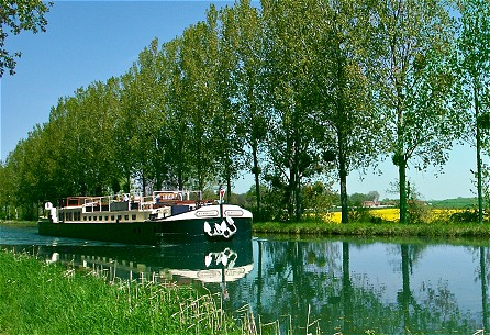 6-passenger Apres Tout, cruising a lovely stretch of the Canal de Bourgogne.