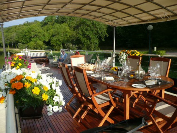 Dine alfresco on the spacious deck aboard the Apres Tout