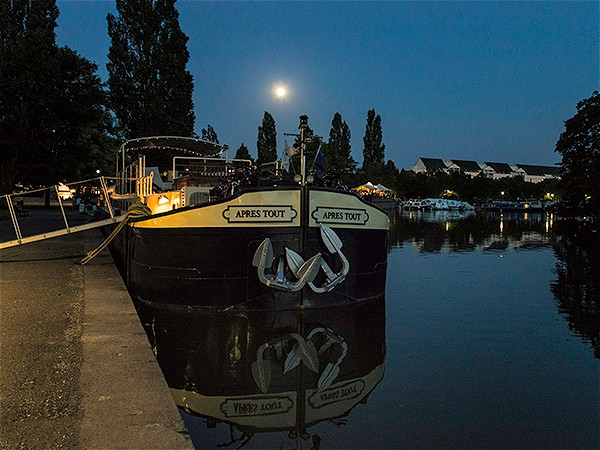 A quiet moonlit mooring on the lovely Canal de Bourgogne