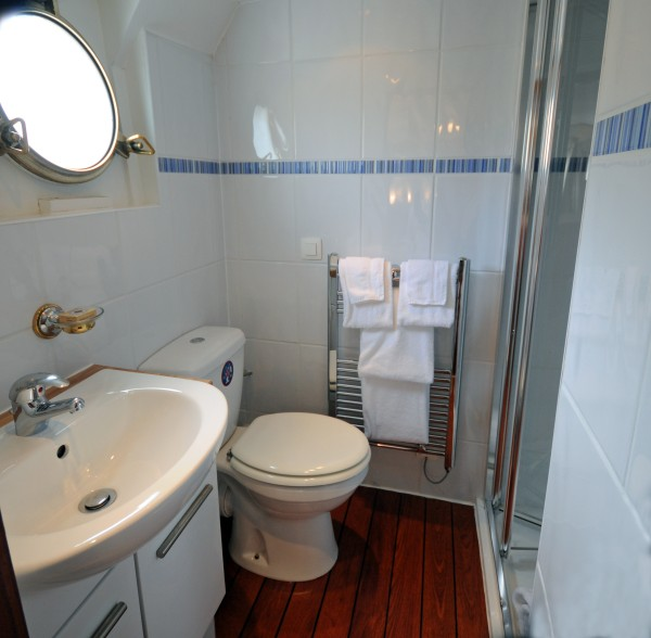 Each cabin has its own ensuite bathroom aboard L'Art de Vivre
