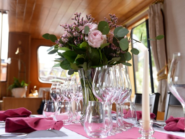 Elegant dining on board L'Art de Vivre