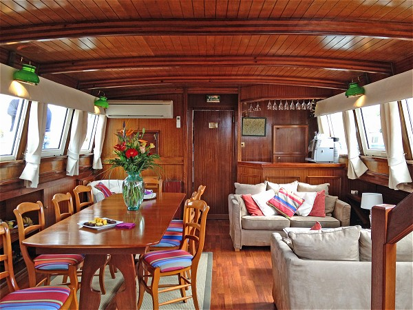 The comfortable salon and dining area aboard the Athos