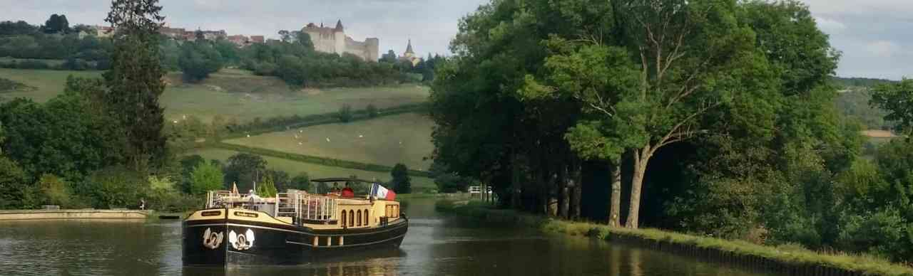 BargesInFrance.com: Intimate cruises on the canals and rivers of France, and Holland, Belgium, Germany, Italy, Scotland, England, and Ireland
