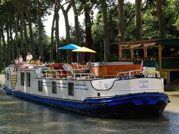 The 6-passenger Deluxe hotel barge Clair de Lune