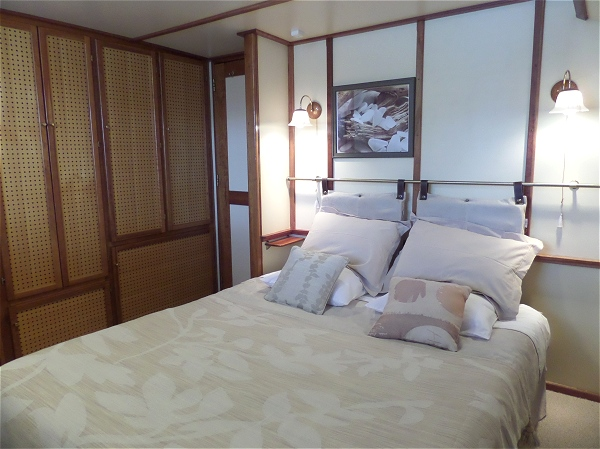 Cabin 1 aboard the Clair de Lune, the