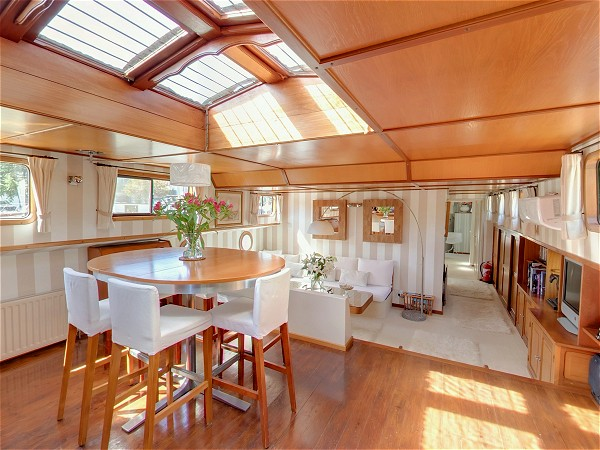 The light and airy salon and dining area aboard the Esperance