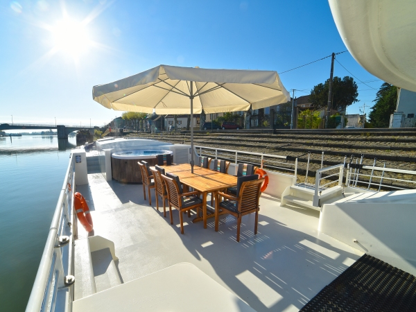 The wonderful  deck on the Finesse is great for lounging and dining alfresco.