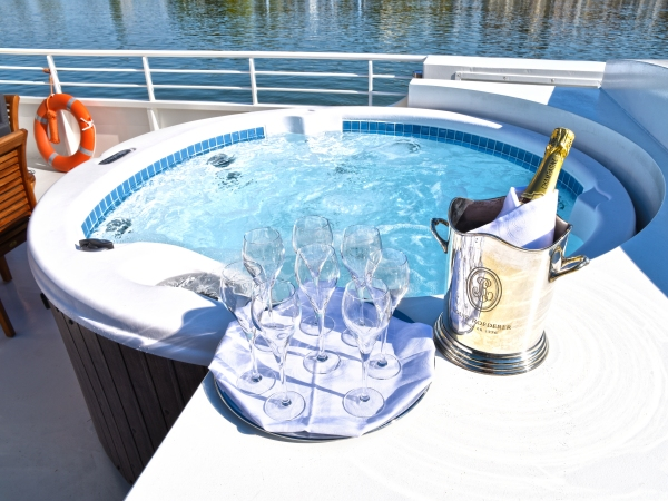 The refreshing 8-person spa pool on the deck of the Finesse.
