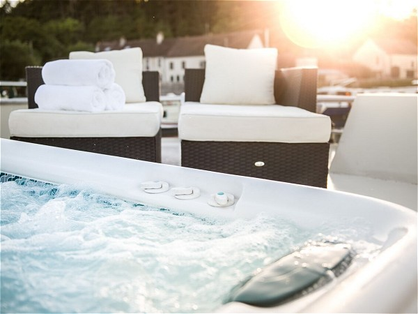 Relax in the spa pool or comfortable loungers<br>as the Grand Victoria meanders along the canals of Southern Burgundy