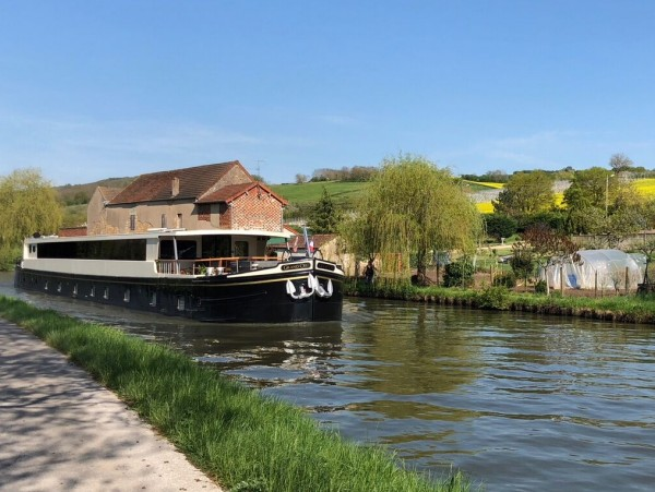 The new Ultra Deluxe 8-passenger hotel barge Grand Cru