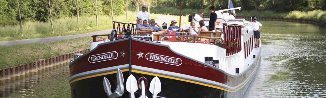 BargesInFrance.com: The 8-passenger deluxe barge Hirondelle, cruises in France on the Burgundy Canal