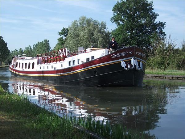 The Deluxe 8-passenger hotel barge Hirondelle
