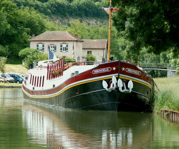 The Hirondelle moored in Burgundy at Venarey-les-Laumes on the Canal de Bourgogne.