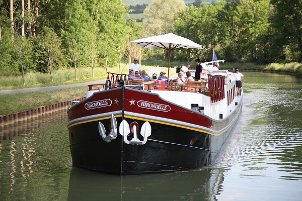 The Hirondelle, cruising on the Canal de Bourgogne.