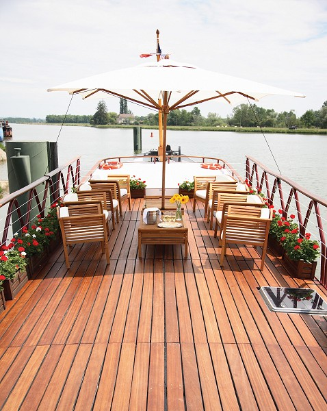 The Hirondelle deck is perfect for luncheon al fresco under an umbrella, or aperitifs before dinner.