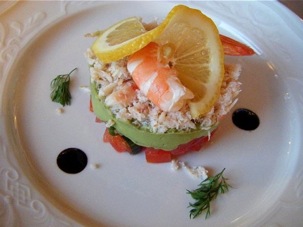 L'Impressionniste dining. A light and flavorful appetizer to start your meal.