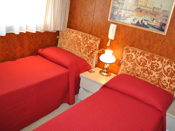 On the lower deck there are eight staterooms with double or beds