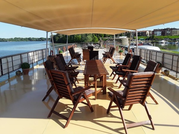 The spacious sundeck with sunshade aboard La Bella Vita