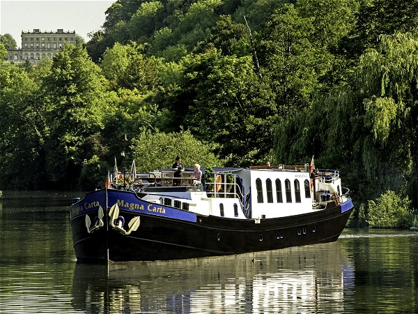 The Deluxe 8-passenger hotel barge Magna Carta cruising the picturesque Thames