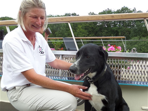 Owner, hostess and guide Magali will look after you during your stay aboard the Magnolia.<br>Onboard canine Gypsy offers her services as loyal companion and friendly, good natured barge pup.