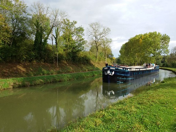 The 6-passenger Deluxe hotel barge Magnolia cruising on the beautiful Canal de Bourgogne.