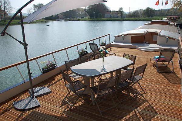 The spacious deck of the Magnolia.  Relax at the on deck bar, enjoy a lovely lunch 'en plein aire', or kick your feet up in one of the comfortable chaise lounges.