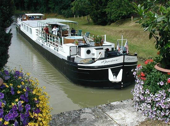 The Meanderer, cruising in the Upper Loire Valley between Montargis and Chatillon-sur-Loire.