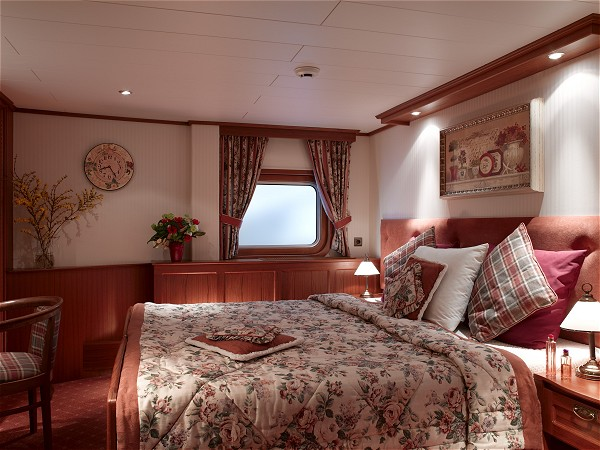 The cabins aboard La Nouvelle Etoile offer either queen or twin accommodations