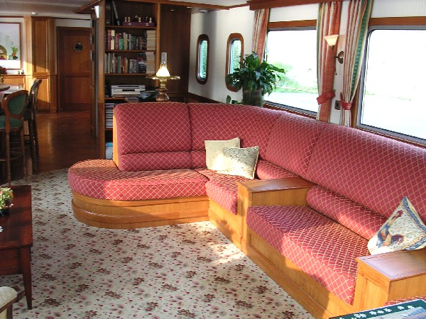 The comfortable and spacious salon aboard La Nouvelle Etoile