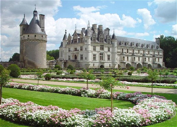 You will enjoy a week of interesting excursions aboard the Nymphea<br> that includes the Chateau Chenonceaux