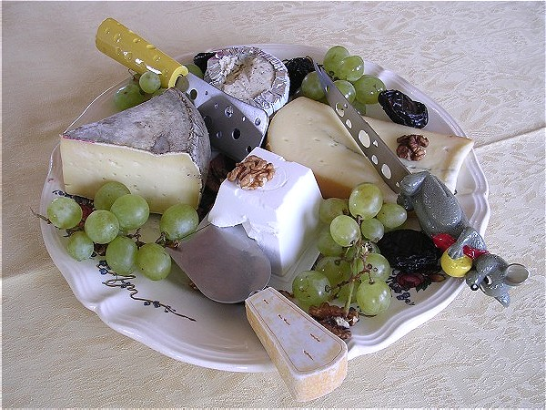 Delicious food prepared by your own personal chef plus extraordinary cheeses<br> and wines await you aboard Panache