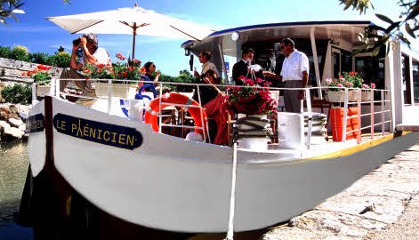 The Hotel Barge Le Ph�nicien, one of the most romantic and luxurious ways to travel along the canals and waterways of the Provence region.
