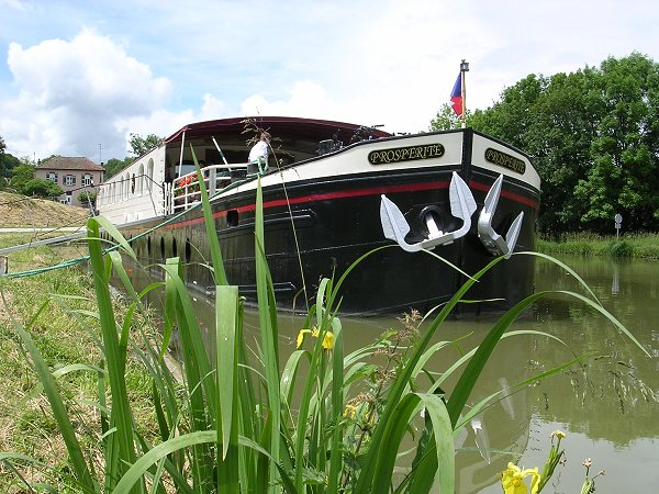 Canal Barges in France: Prosp�rit� -- cruises in Southern Burgundy.