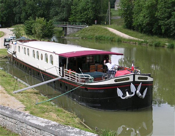 Canal Cruises: Prosp�rit� -- the luxury hotel barge cruising in Southern Burgundy.