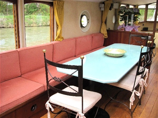 The casual dining room aboard the Roi Soleil