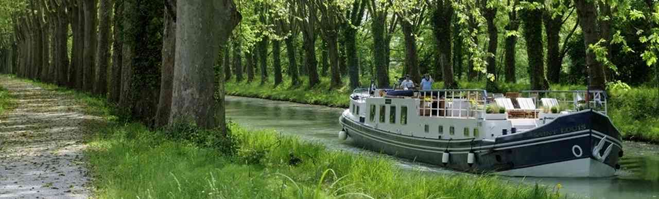 BargesInFrance.com: The 6-passenger deluxe barge Saint Louis cruises in Southwest France near Bordeaux