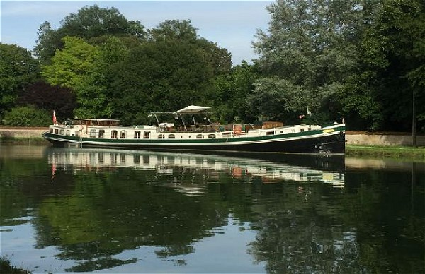 Saroche is the largest Luxmotor cruising the canals of France