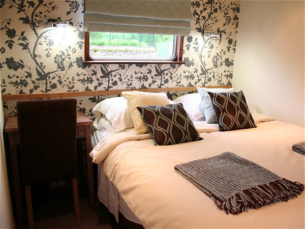 The cabins aboard the Savoir Vivre offer either queen or twin accommodations