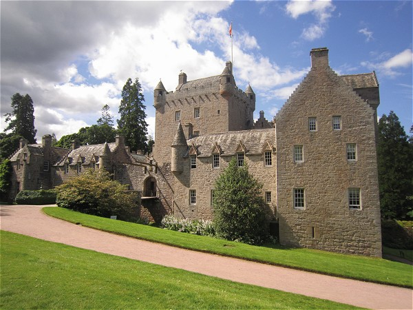 Your cruise aboard the Spirit of Scotland includes a visit to Cawdor Castle<br>made famous by Shakespeare's Macbeth