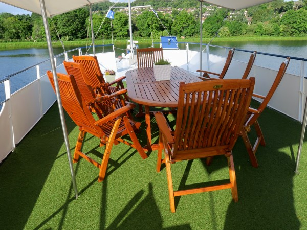Take in the wonderful scenery while lounging or alfresco dining<br>on the upper level deck on the Spirit of Scotland