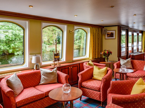 The comfortable salon aboard the Spirit of Scotland